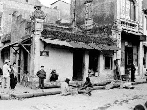 Tìm lại kí ức về Hà Nội qua những bức hình vượt thời gian - 17