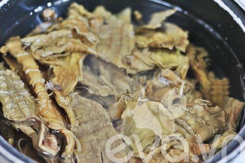 Cách nấu canh măng khô móng giò ngon mềm, chuẩn vị - 2