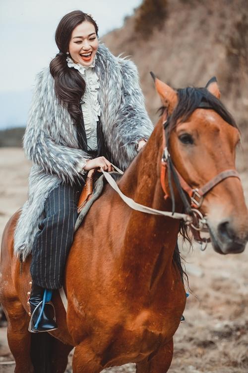 """Khoảnh khắc """"bung lụa"""" của kiều nữ Việt trên lưng ngựa - 2"""