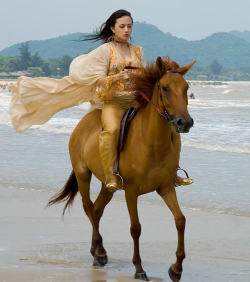 """Khoảnh khắc """"bung lụa"""" của kiều nữ Việt trên lưng ngựa - 10"""