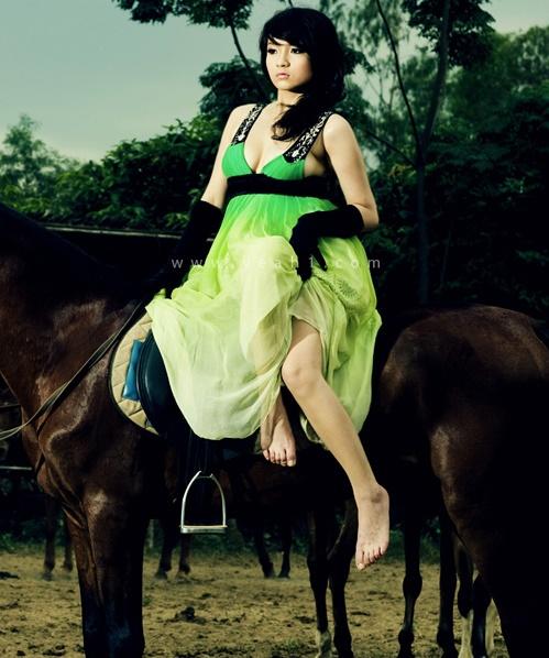 """Khoảnh khắc """"bung lụa"""" của kiều nữ Việt trên lưng ngựa - 11"""