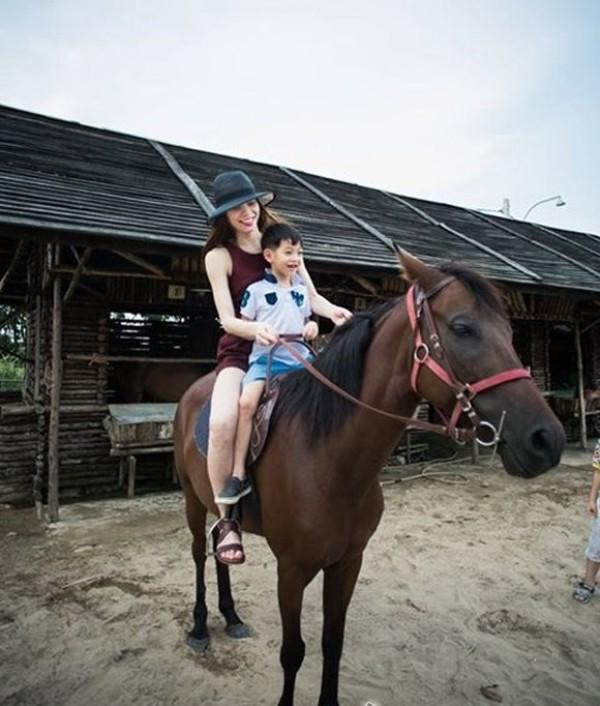 """Khoảnh khắc """"bung lụa"""" của kiều nữ Việt trên lưng ngựa - 12"""