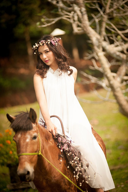 """Khoảnh khắc """"bung lụa"""" của kiều nữ Việt trên lưng ngựa - 15"""