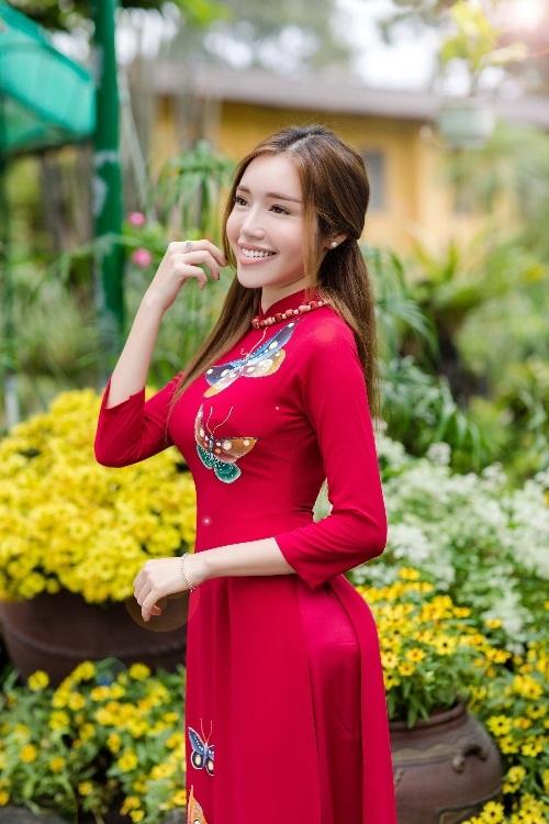 Elly Trần xinh như tiên nữ, cùng con gái rạng rỡ du xuân - 1