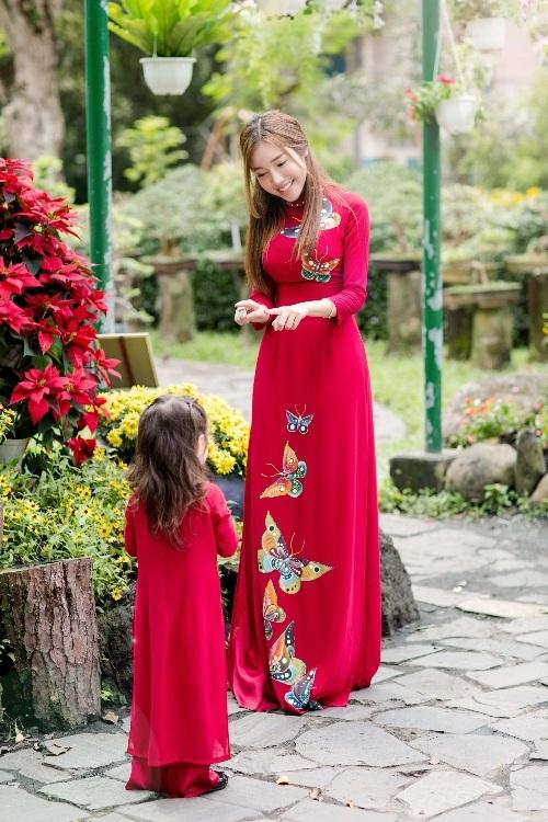 Elly Trần xinh như tiên nữ, cùng con gái rạng rỡ du xuân - 3