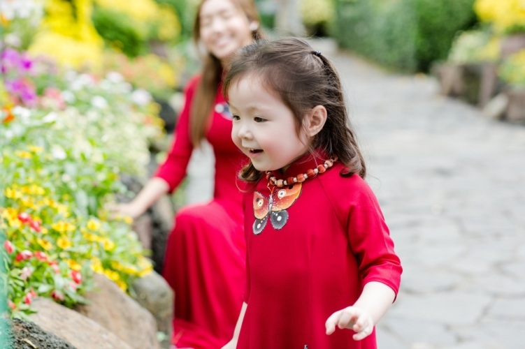 Elly Trần xinh như tiên nữ, cùng con gái rạng rỡ du xuân - 5