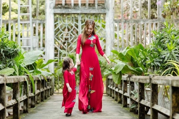 Elly Trần xinh như tiên nữ, cùng con gái rạng rỡ du xuân - 7