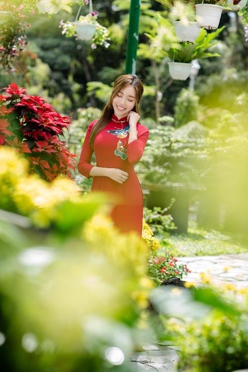 Elly Trần xinh như tiên nữ, cùng con gái rạng rỡ du xuân - 9
