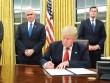 Việc Trump làm đầu tiên khi tới phòng Bầu Dục