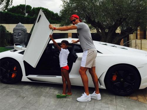 Ronaldo và quý tử: Cặp bố con sang chảnh bậc nhất làng túc cầu - 3