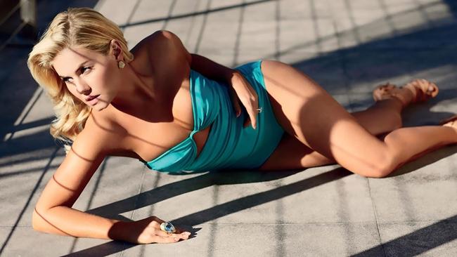 """Elisha Cuthbert nổi danh sau vai chính Danielle trong phim """"Cô hàng xóm quyến rũ"""" (The Girl Next Door) năm 2004."""