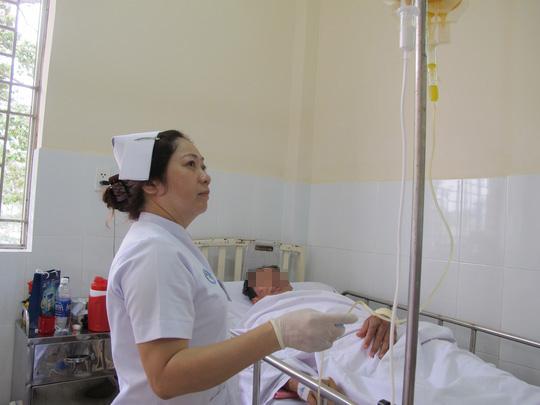 Bợm nhậu dồn dập vào Bệnh viện Chợ Rẫy - 2
