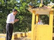 Tin tức trong ngày - Chuyện những người trực Tết trong… nghĩa trang