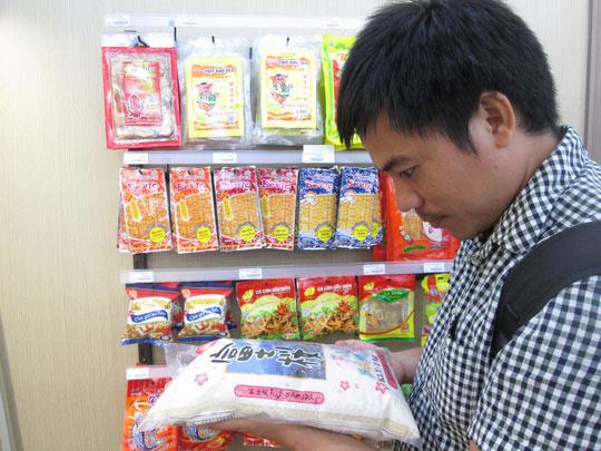 Tết Việt ăn gạo ngoại - 1