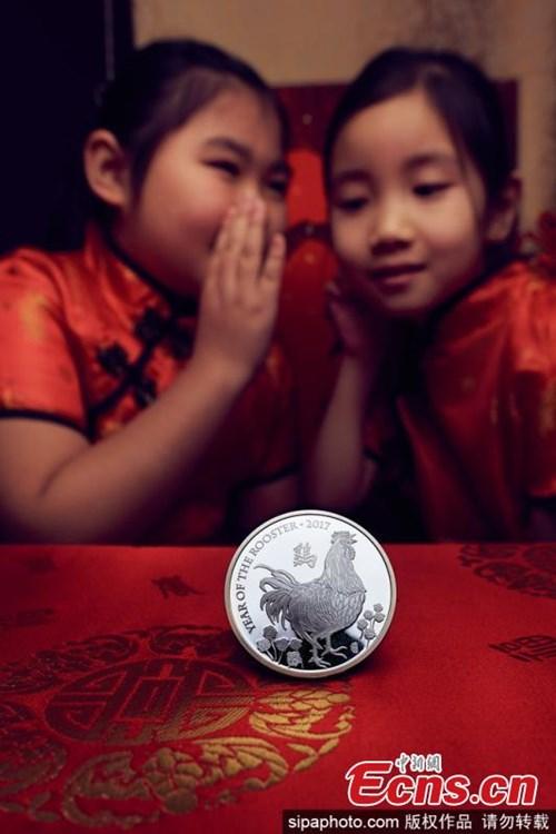Đồng xu vàng khắc biểu tượng năm Đinh Dậu giá... 235 triệu đồng - 3