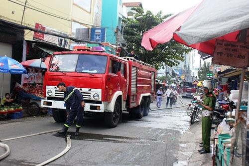 Vụ cháy nhà chiều 29 tháng Chạp: 3 phòng trọ và 8 xe máy bị thiêu rụi - 1