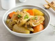 Cánh gà hầm củ cải nóng hổi, mềm ngon
