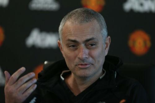 """Nghịch lí: Mourinho xuống tóc, MU """"lên hương""""? - 1"""