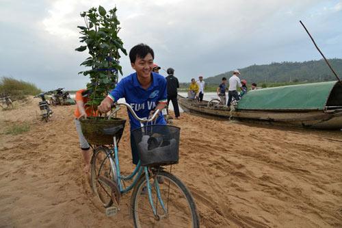 Xót xa cảnh hàng trăm hộ dân Quảng Ngãi đón Tết trong lũ - 6