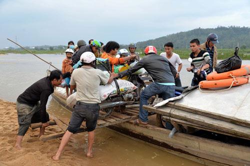 Xót xa cảnh hàng trăm hộ dân Quảng Ngãi đón Tết trong lũ - 5