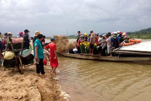 Xót xa cảnh hàng trăm hộ dân Quảng Ngãi đón Tết trong lũ - 4