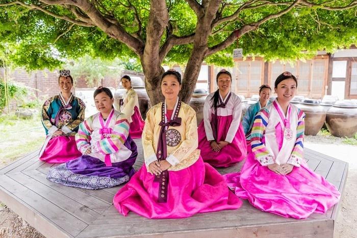 Ngắm gần trang phục đón Tết Việt - Hàn - Trung - Nhật - 13