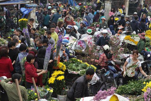 30 Tết, chen chân ở chợ hoa lớn nhất Hà Nội - 2