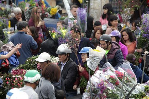 30 Tết, chen chân ở chợ hoa lớn nhất Hà Nội - 3