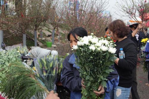 30 Tết, chen chân ở chợ hoa lớn nhất Hà Nội - 11