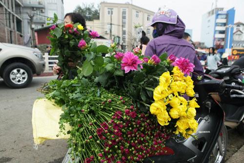 30 Tết, chen chân ở chợ hoa lớn nhất Hà Nội - 9