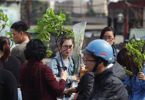 30 Tết, chen chân ở chợ hoa lớn nhất Hà Nội - 12