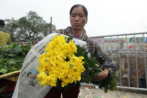 30 Tết, chen chân ở chợ hoa lớn nhất Hà Nội - 8