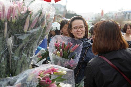 30 Tết, chen chân ở chợ hoa lớn nhất Hà Nội - 7
