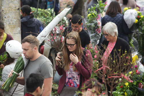 30 Tết, chen chân ở chợ hoa lớn nhất Hà Nội - 13