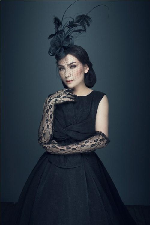 ''Nữ hoàng băng đĩa'' Phi Nhung khác lạ với ren đen huyền bí - 8