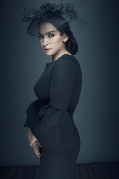 ''Nữ hoàng băng đĩa'' Phi Nhung khác lạ với ren đen huyền bí - 9