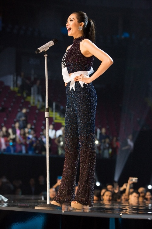 Lệ Hằng siêu ấn tượng, gây tranh cãi tại Miss Universe - 2