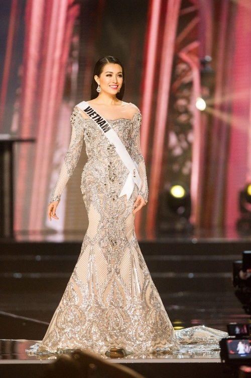 Lệ Hằng siêu ấn tượng, gây tranh cãi tại Miss Universe - 7