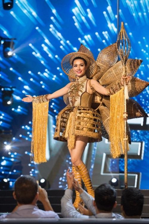 Lệ Hằng siêu ấn tượng, gây tranh cãi tại Miss Universe - 10