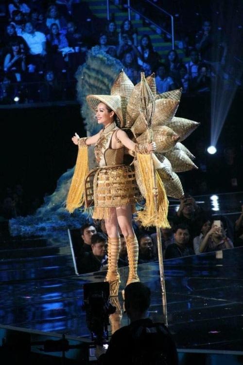 Lệ Hằng siêu ấn tượng, gây tranh cãi tại Miss Universe - 13