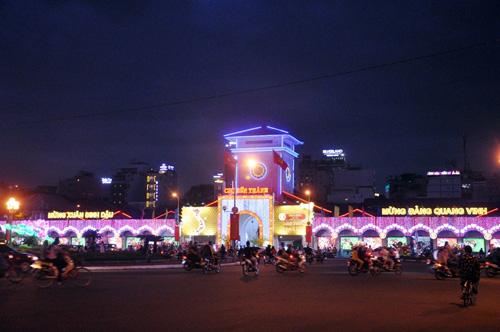 Ngắm phố phường Sài Gòn đẹp lung linh ngày cuối năm - 2