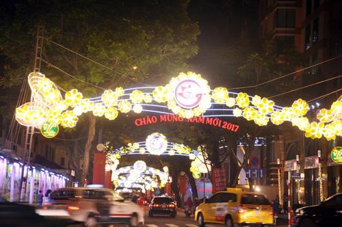 Ngắm phố phường Sài Gòn đẹp lung linh ngày cuối năm - 7