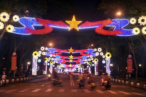 Ngắm phố phường Sài Gòn đẹp lung linh ngày cuối năm - 4