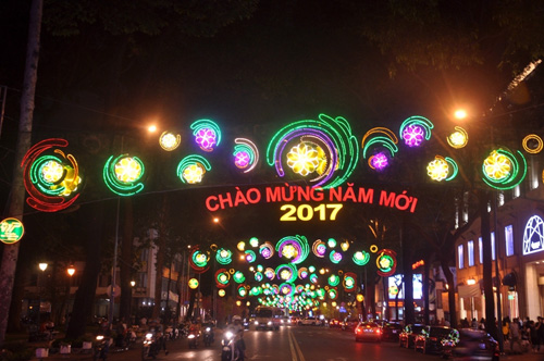 Ngắm phố phường Sài Gòn đẹp lung linh ngày cuối năm - 6