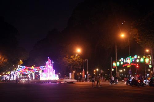 Ngắm phố phường Sài Gòn đẹp lung linh ngày cuối năm - 5