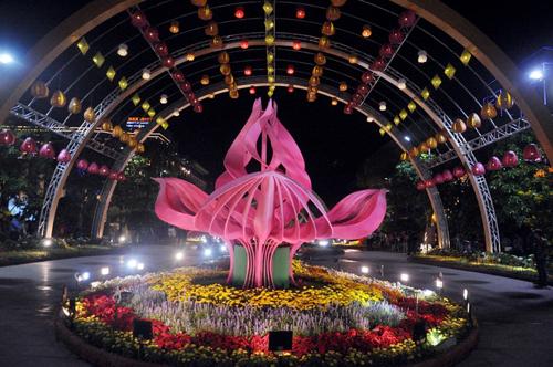 Ngắm phố phường Sài Gòn đẹp lung linh ngày cuối năm - 11