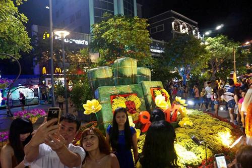 Ngắm phố phường Sài Gòn đẹp lung linh ngày cuối năm - 12