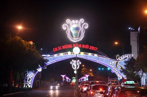 Ngắm phố phường Sài Gòn đẹp lung linh ngày cuối năm - 10