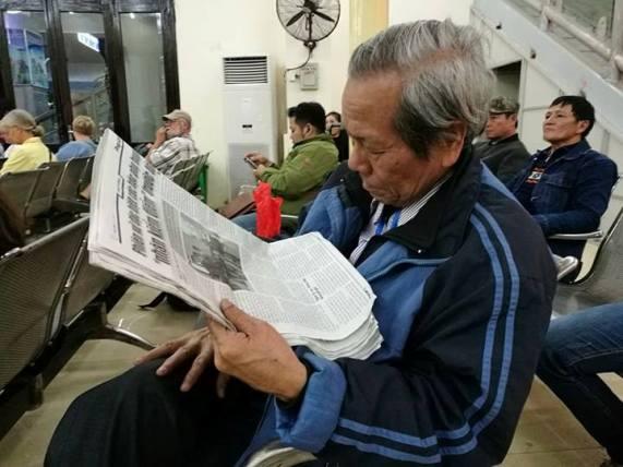 Ông bố vượt hơn 200km xuống HN đón con gái về quê ăn Tết - 2