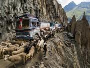 """Du lịch - """"Run rẩy"""" trên những cung đường nguy hiểm nhất thế giới"""